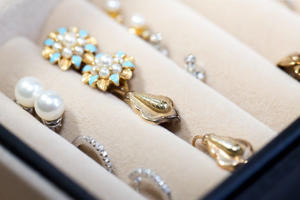 sets of earrings in jewelry boxes